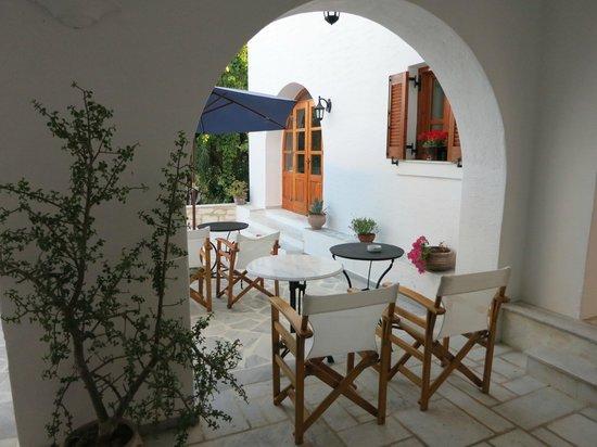Roussos Beach Hotel: Area ristorazione