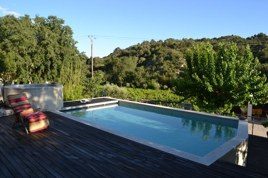 Jardin de Bacchus : Swimming pool and view