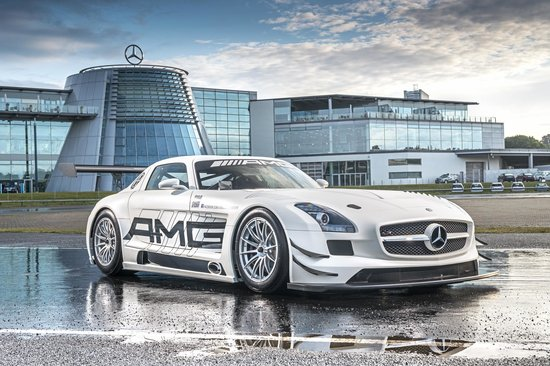 Weybridge, UK: Mercedes-Benz World SLS Black Series GT 6.3 V8 AMG
