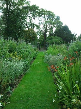 Pittencrieff Park: Formal gardens looking west