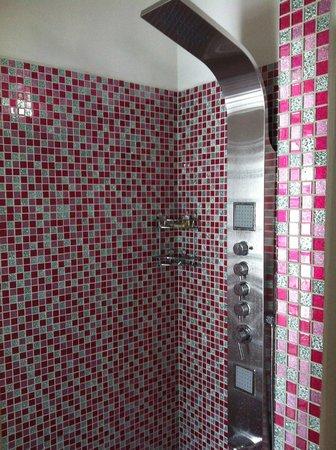 Casa de Leda - a Kali Hotel : loved the pink shower!!