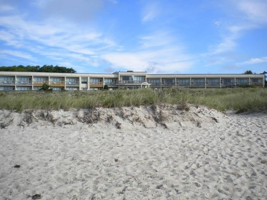Surf and Sand Beach Motel: surf & sand from private beach