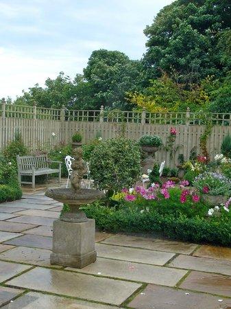 The Glebe House: A part of the pretty garden