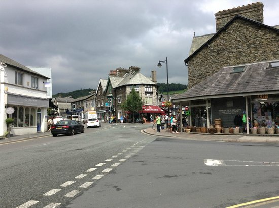 looking towards Cafe italia from Bowness direction