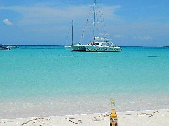 Simpson Bay (ทะเลสาบซิมป์สัน เบย์), เซนต์มาร์ติน / ซินท์มาร์เทิน: Tango at Cove Bay Anguilla