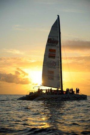Simpson Bay (ทะเลสาบซิมป์สัน เบย์), เซนต์มาร์ติน / ซินท์มาร์เทิน: Lambada Sunset Sail