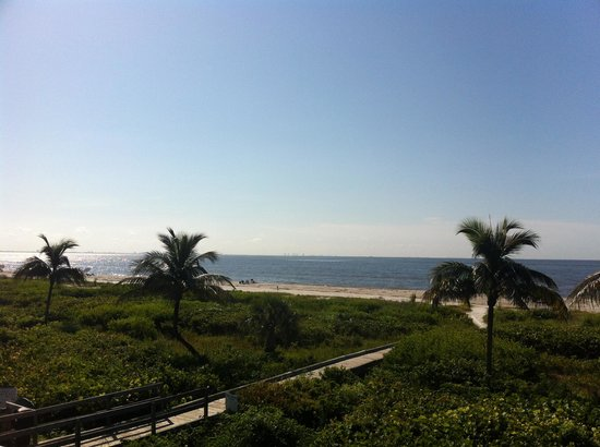 Sanibel Arms West Condominium : view from our second floor unit