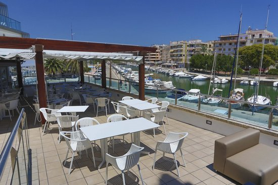 Soma Restaurant & wine bar: terraza restaurant