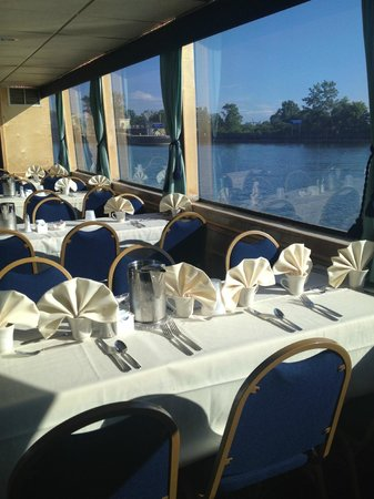 Grand Lady Cruises: Interior air conditioned dining areas