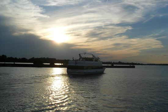 Grand Lady Cruises: Join us for a beautiful sunset on the Niagara