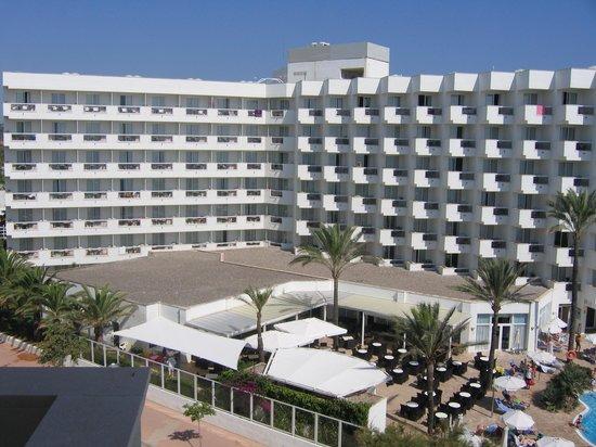 Hipotels Flamenco Cala Millor : Hotellet set fra nabo hotellet