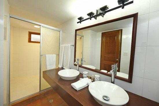 Casa Antigua: Amplios baños
