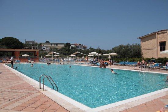 Grand Hotel Vesuvio : The huge pool
