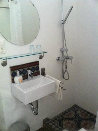 Sarffy House: Bathroom
