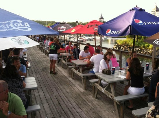 Bill's Seafood Restaurant: You can dock your boat, and dine inside or out
