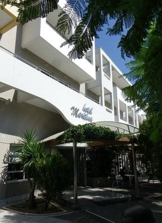Maritina Hotel: Main front entrance