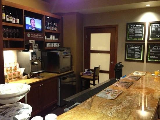 Hyatt Place Tampa Airport/Westshore : bar area