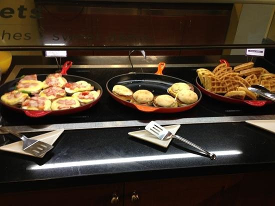 Hyatt Place Tampa Airport/Westshore: breakfast buffet, included with room