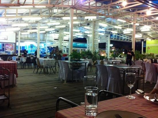 Meekaruna Seafood Restaurant: sehr angenehmes klima am meer :)