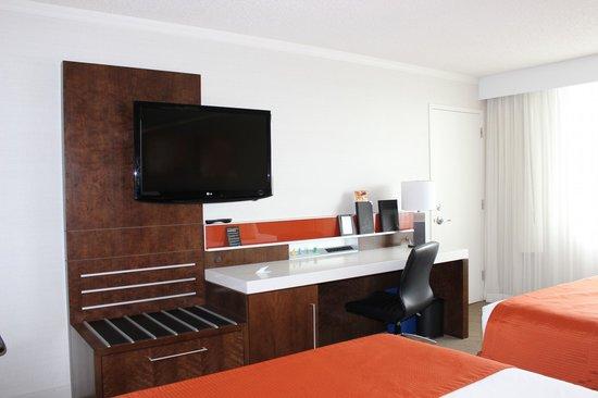 Delta Saguenay Hotel : chambre très propre et confortable et fonctionnelle.