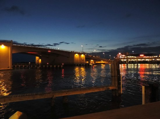 Gators Cafe & Saloon: The view from outdoor seating at night