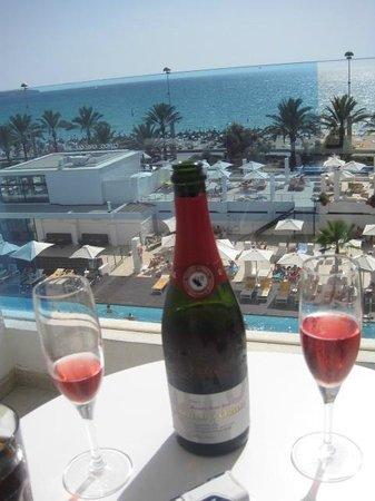 IBEROSTAR Bahia de Palma : Complimentary champagne