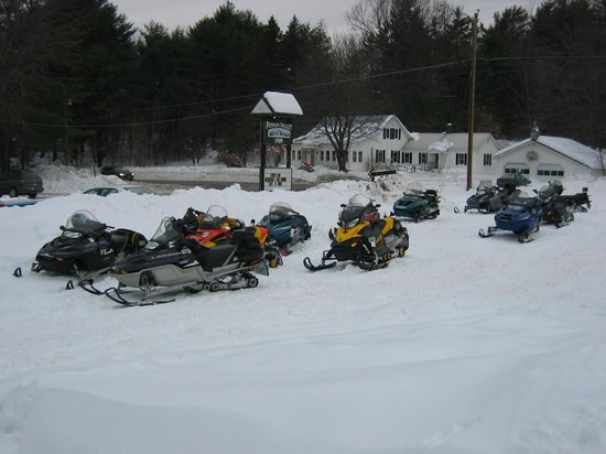 Punkin Valley Restaurant & Motel: Plenty of parking for snowmobiles, accessible by our own groomed trails