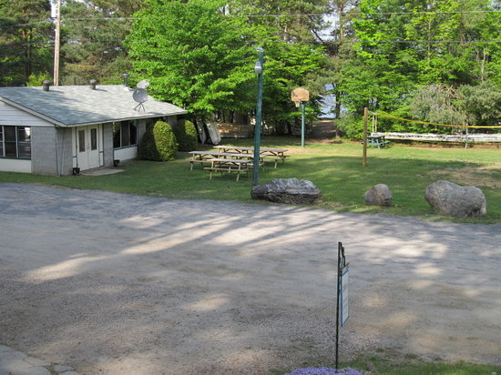 The Loon's Call Campground & Cottage Resort : Recreation hall & front play field