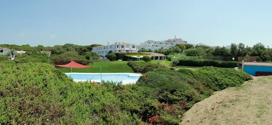 Hotel Della Baia: vista dell'hotel/ hotel view