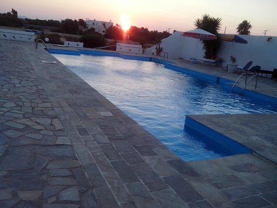 Fikas Hotel: Πισινα