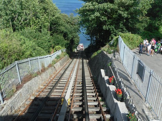 Babbacombe Palms Guest House: cliff top railway