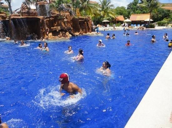 Hotel Marina El Cid Spa & Beach Resort: acua-aerobics en la piscina, muy divertido!