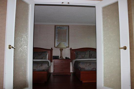 Hôtel Palace Royal : salon et chambre séparé
