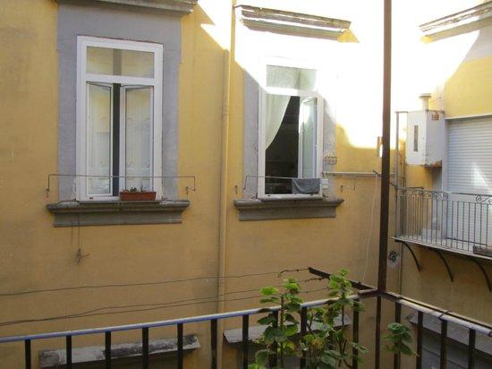 "Bed Napoli Perché No: Uitzicht bovenverdieping B""&B"