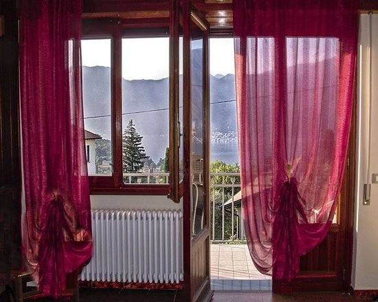 B&B Garzola: Our wonderful bedroom, balcony, view