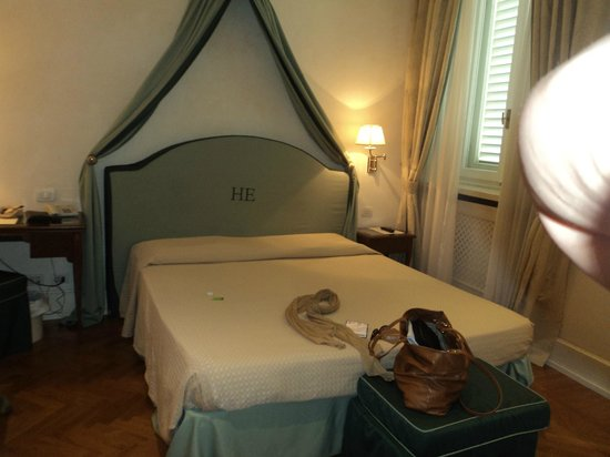 Hotel Executive Florence: View of bed