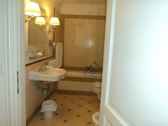 Hotel Executive Florence: Bathroom