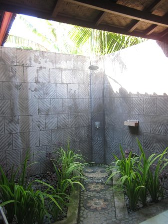 Kubuku Ecolodge and Resto: The shower! A nice surprise!