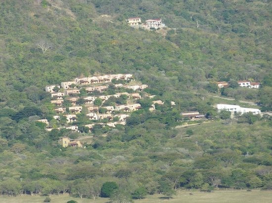 Villas de Palermo Hotel & Resort: View of the villas on the hillside