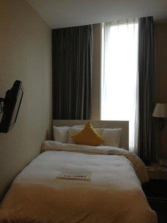 SoHo Garden Hotel: Room at Tribeca Blu, pretty tiny!