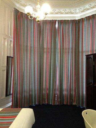 Travelodge Edinburgh Haymarket Hotel : brill new curtains