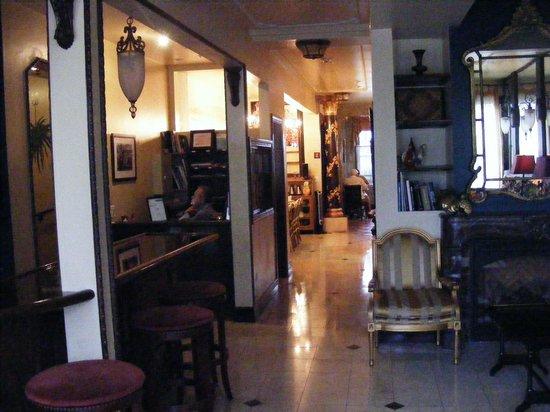 Hotel 1110: Lobby into dining.