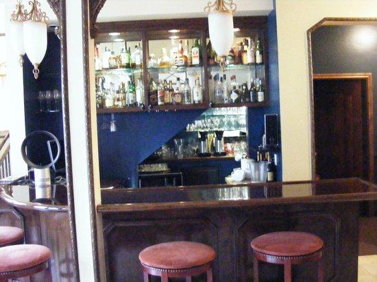 Hotel 1110: Bar area