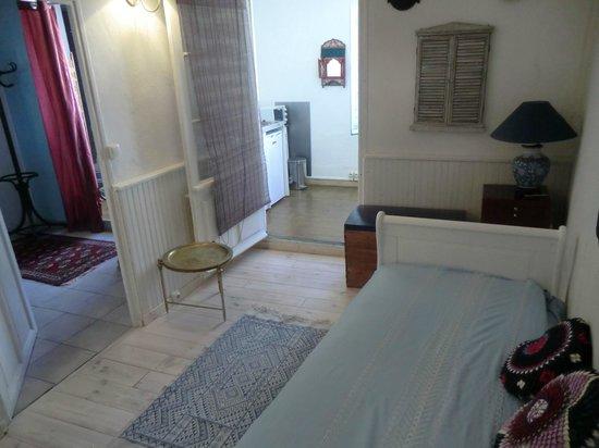 Mia Casa - Maison d'hote : Kitchenette and living area