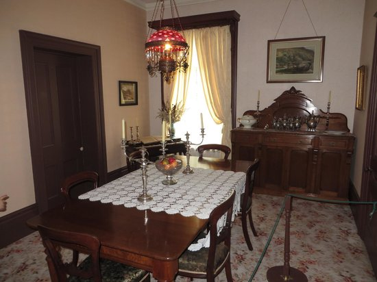 Bell Homestead: Living Room