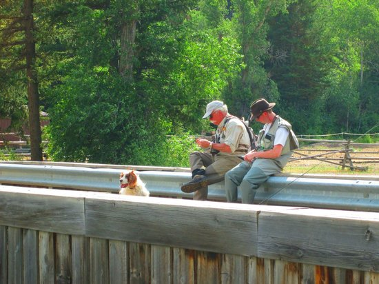 Spotted Horse Ranch : fishing on site