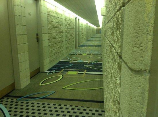 Executive Royal Hotel Edmonton: hallway