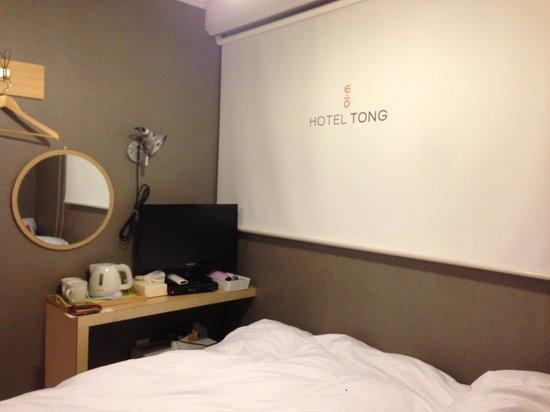 Hotel Tong Seoul Dongdaemun: Desk