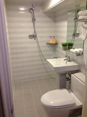 Hotel Tong Seoul Dongdaemun: Bathroom
