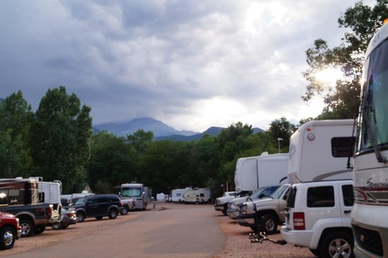 Garden of the Gods RV Resort: TIGHT TIGHT TIGHT